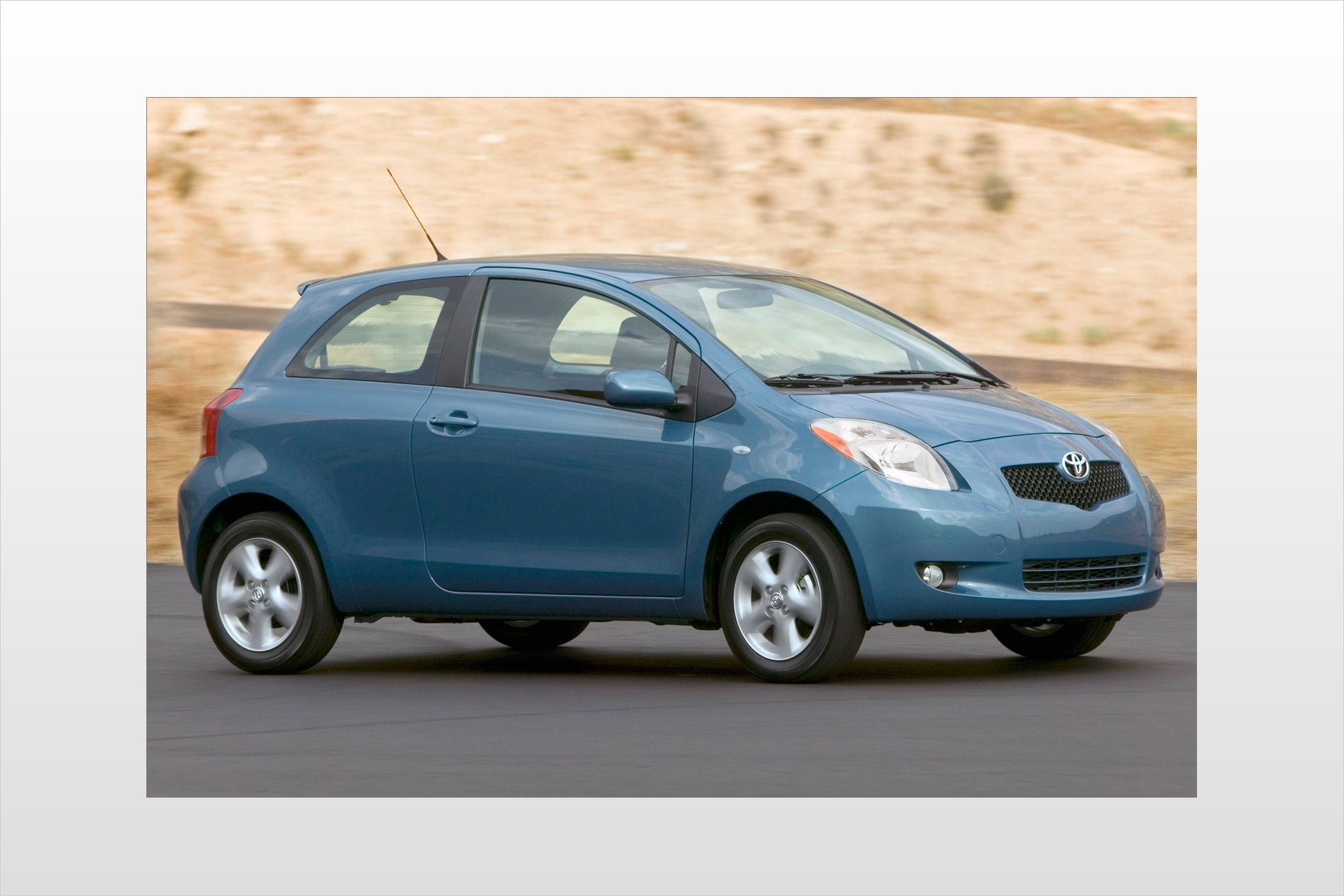 2007 Toyota Yaris 2dr Hat exterior #1