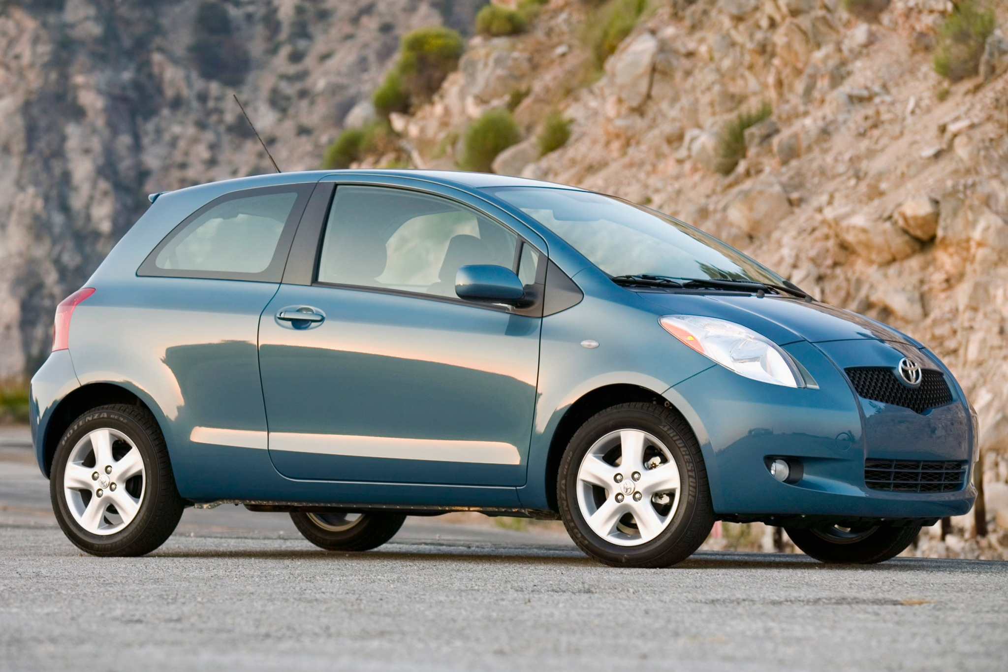 2007 Toyota Yaris 2dr Hat exterior #2