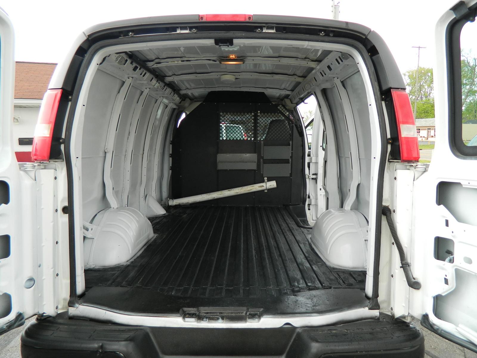Chevrolet Express Cargo 10