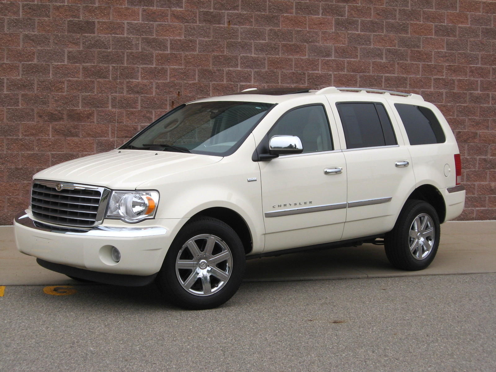 2008 Chrysler Aspen Image 18