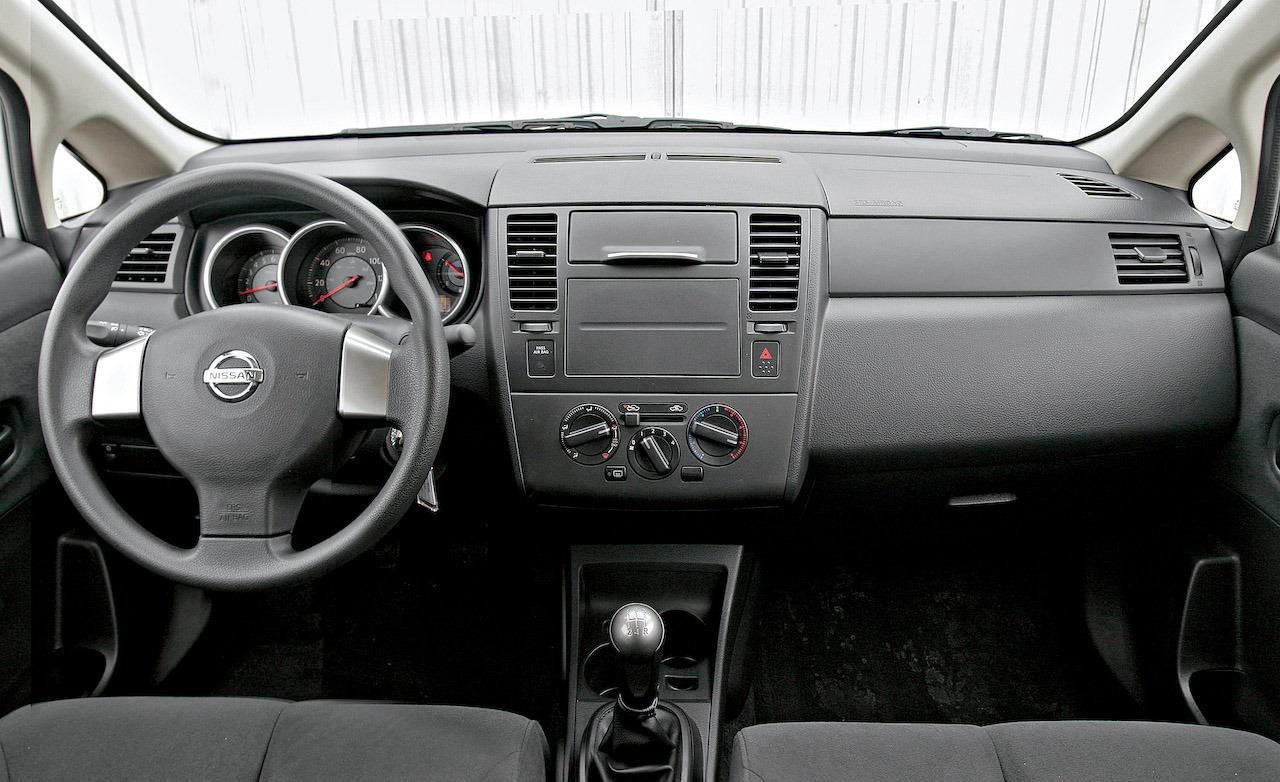 2009 nissan versa hatchback interior image gallery hcpr 2009 nissan versa 16 nissan versa 16 vanachro Images