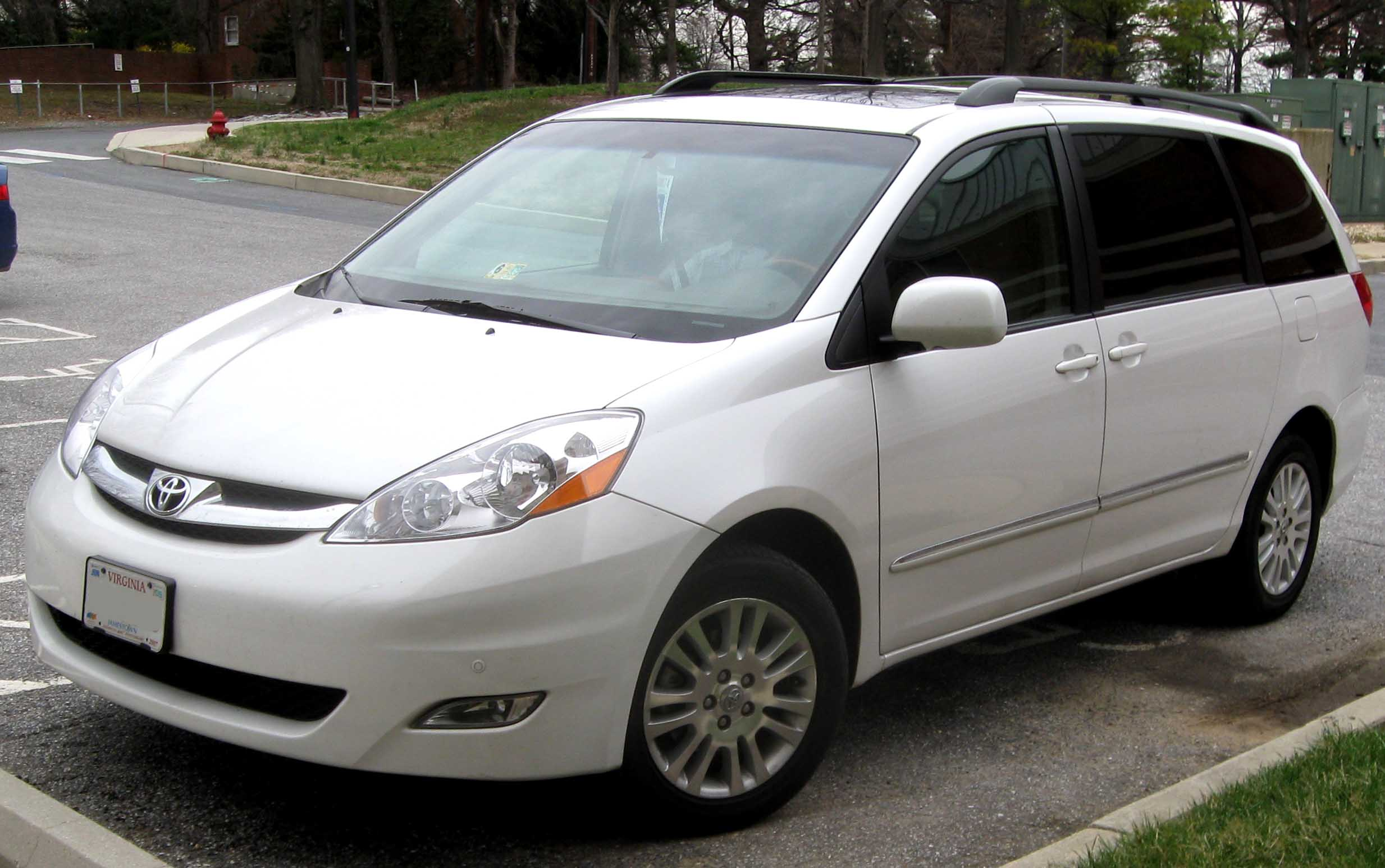 2009 toyota sienna information and photos zombiedrive. Black Bedroom Furniture Sets. Home Design Ideas