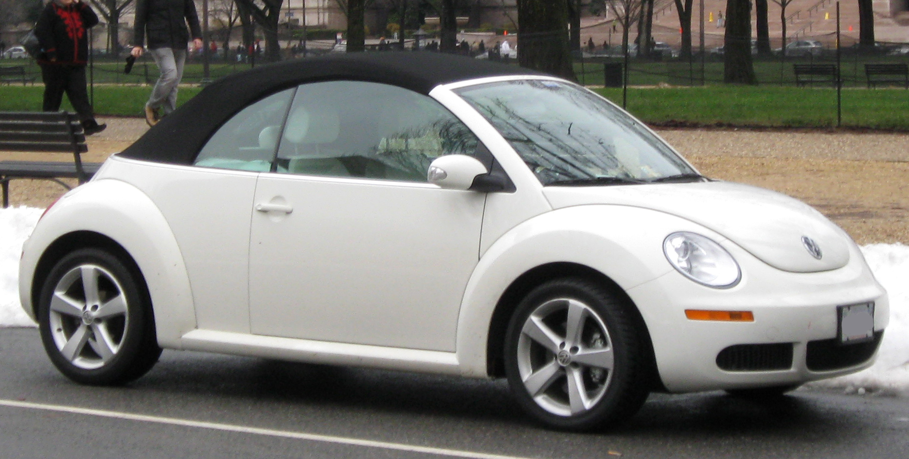 2009 Volkswagen New Beetle Information And Photos