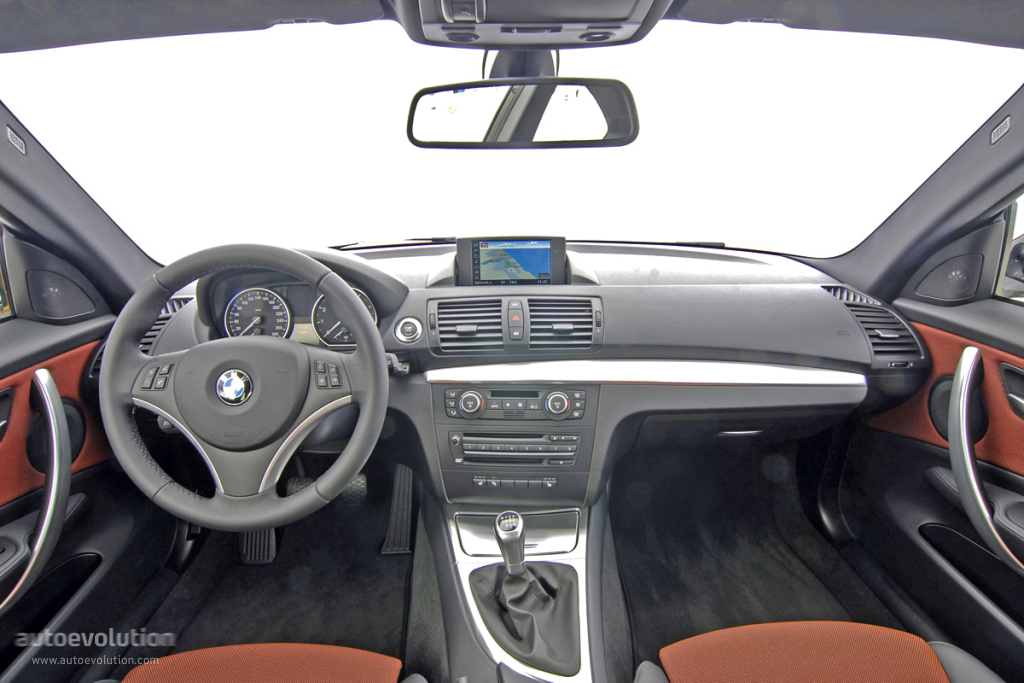 2010 BMW 1 Series 11