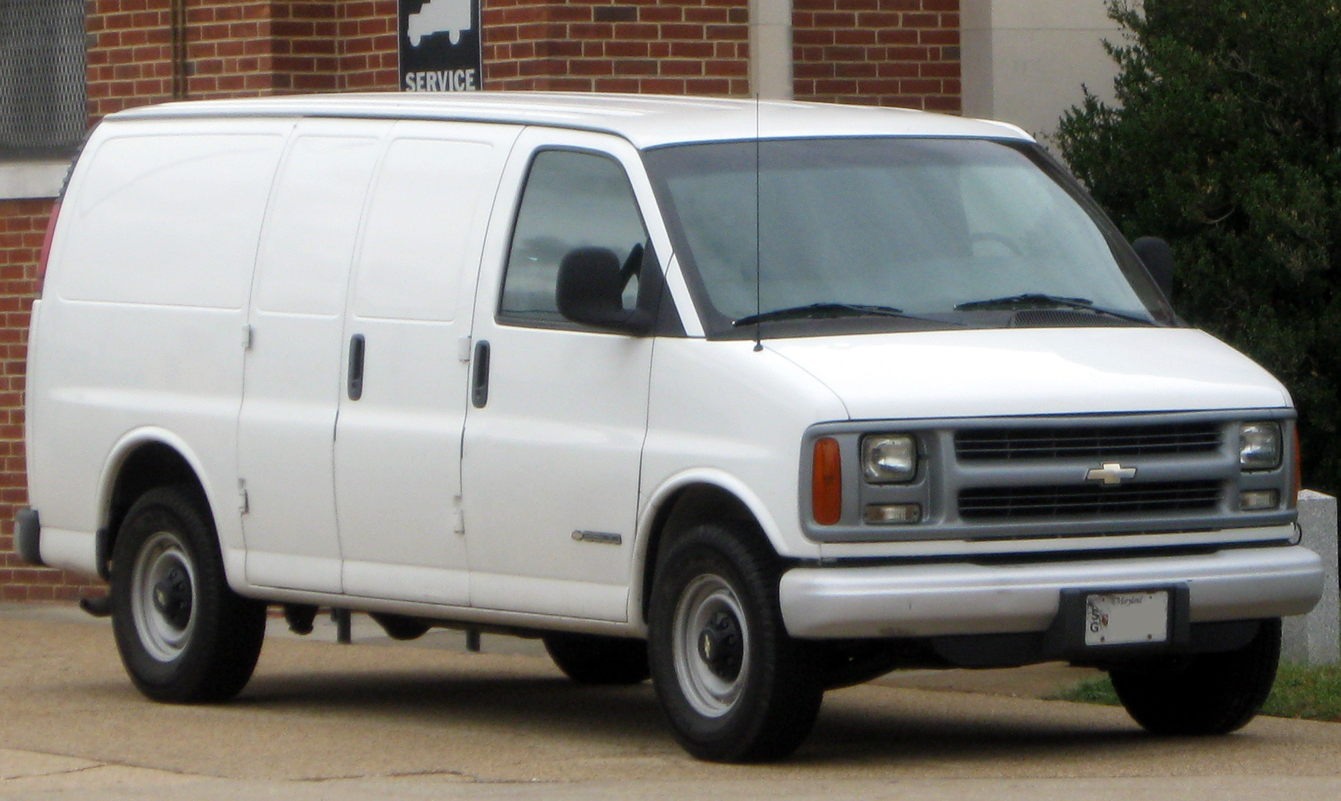 2010 Chevrolet Express Information and photos ZombieDrive