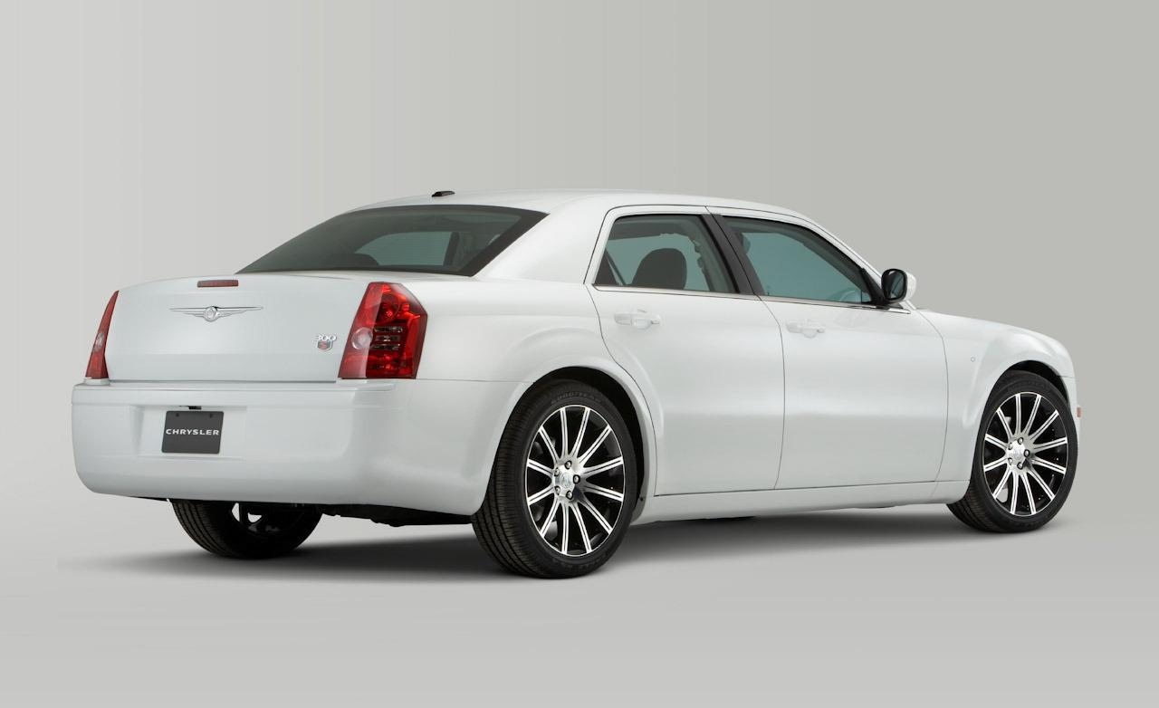 2010 Chrysler 300 Image 13