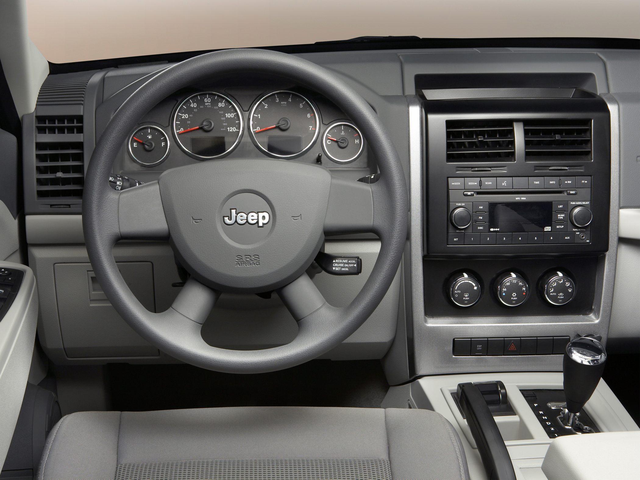 2010 jeep liberty - image #17