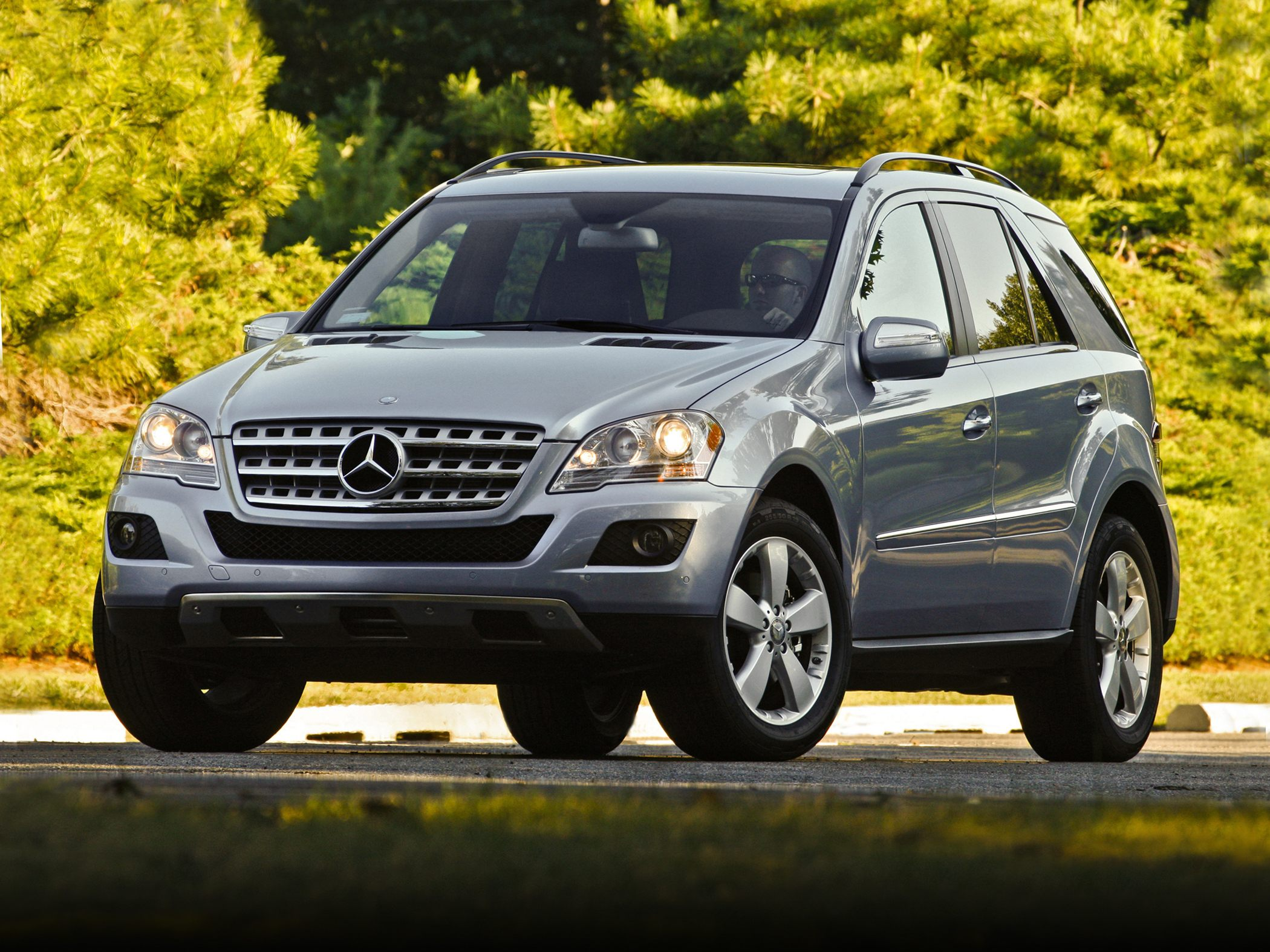 2010 mercedes benz m class information and photos for Pictures of mercedes benz suv