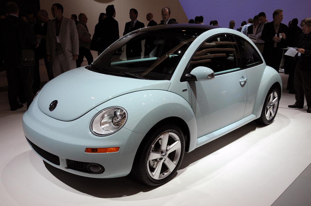 2010 Volkswagen New Beetle Image 18