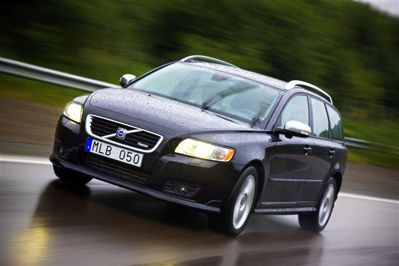 2010 volvo v50 information and photos zombiedrive. Black Bedroom Furniture Sets. Home Design Ideas