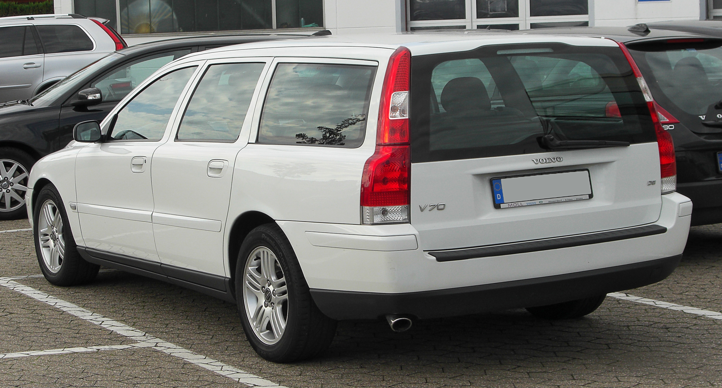 2010 volvo v70 information and photos zombiedrive. Black Bedroom Furniture Sets. Home Design Ideas