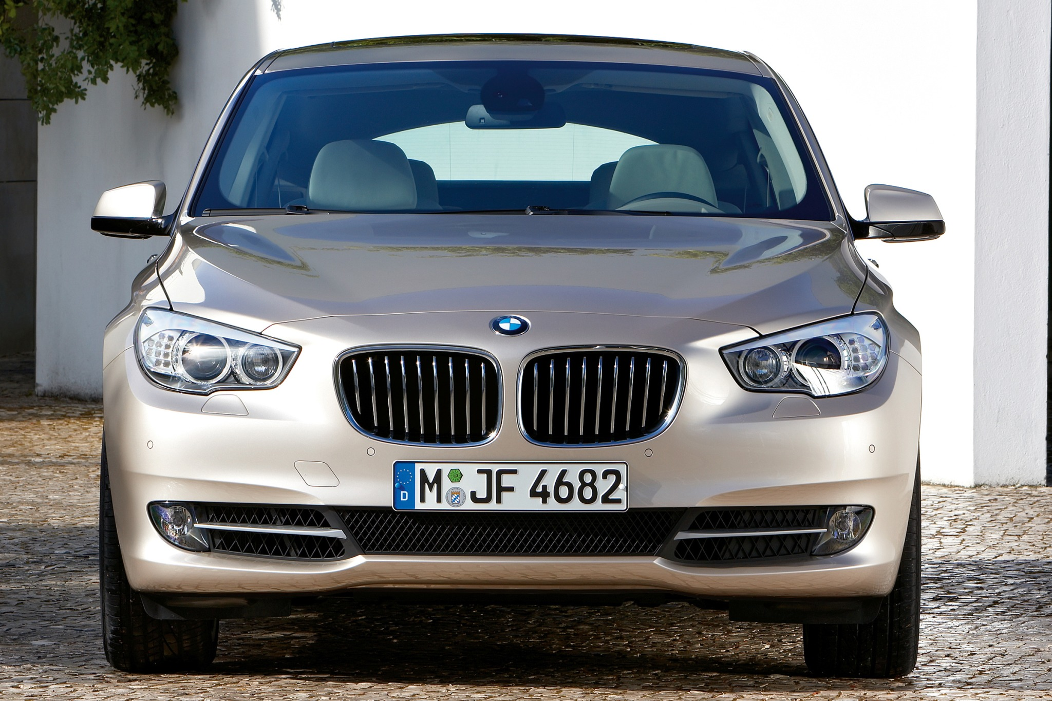 2010 BMW 5 Series Gran Tu interior #9