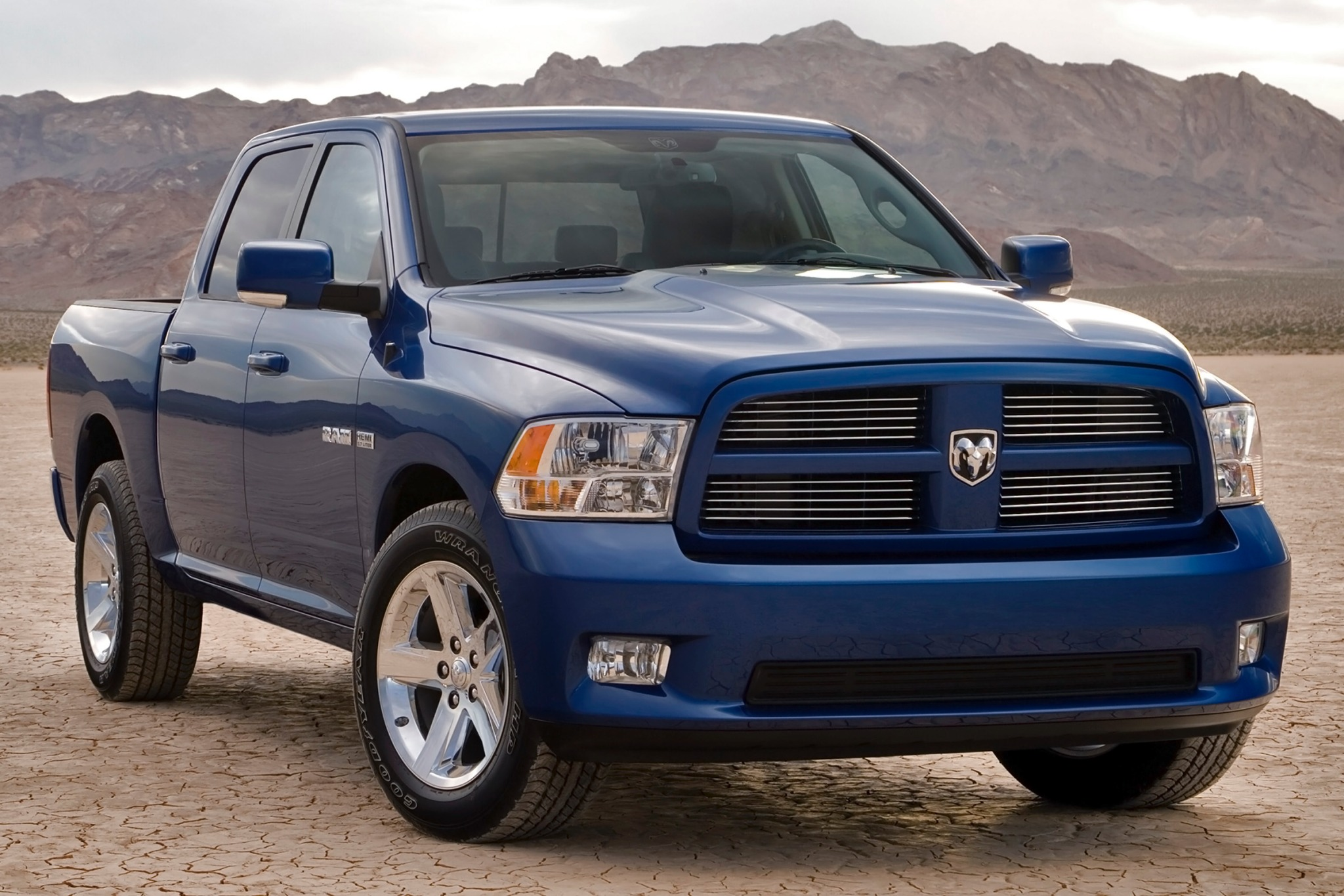 2010 dodge ram pickup 1500 image 2. Black Bedroom Furniture Sets. Home Design Ideas