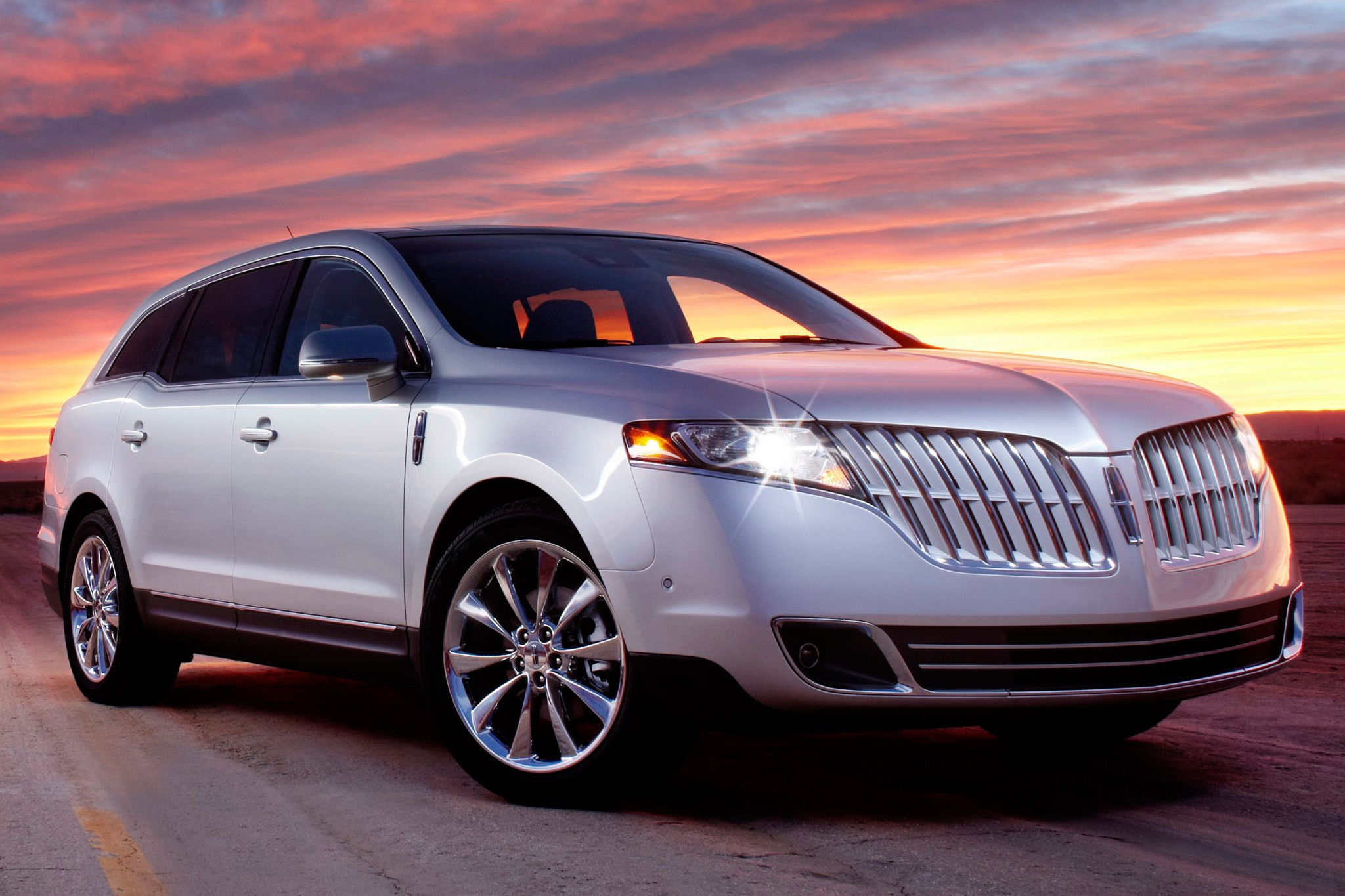 2010 Lincoln MKT Wagon Ex exterior #1