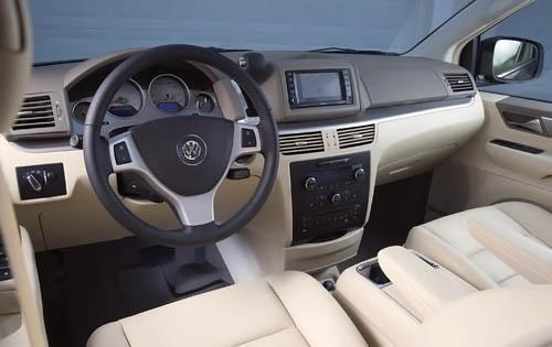 2010 Volkswagen Routan In interior #6