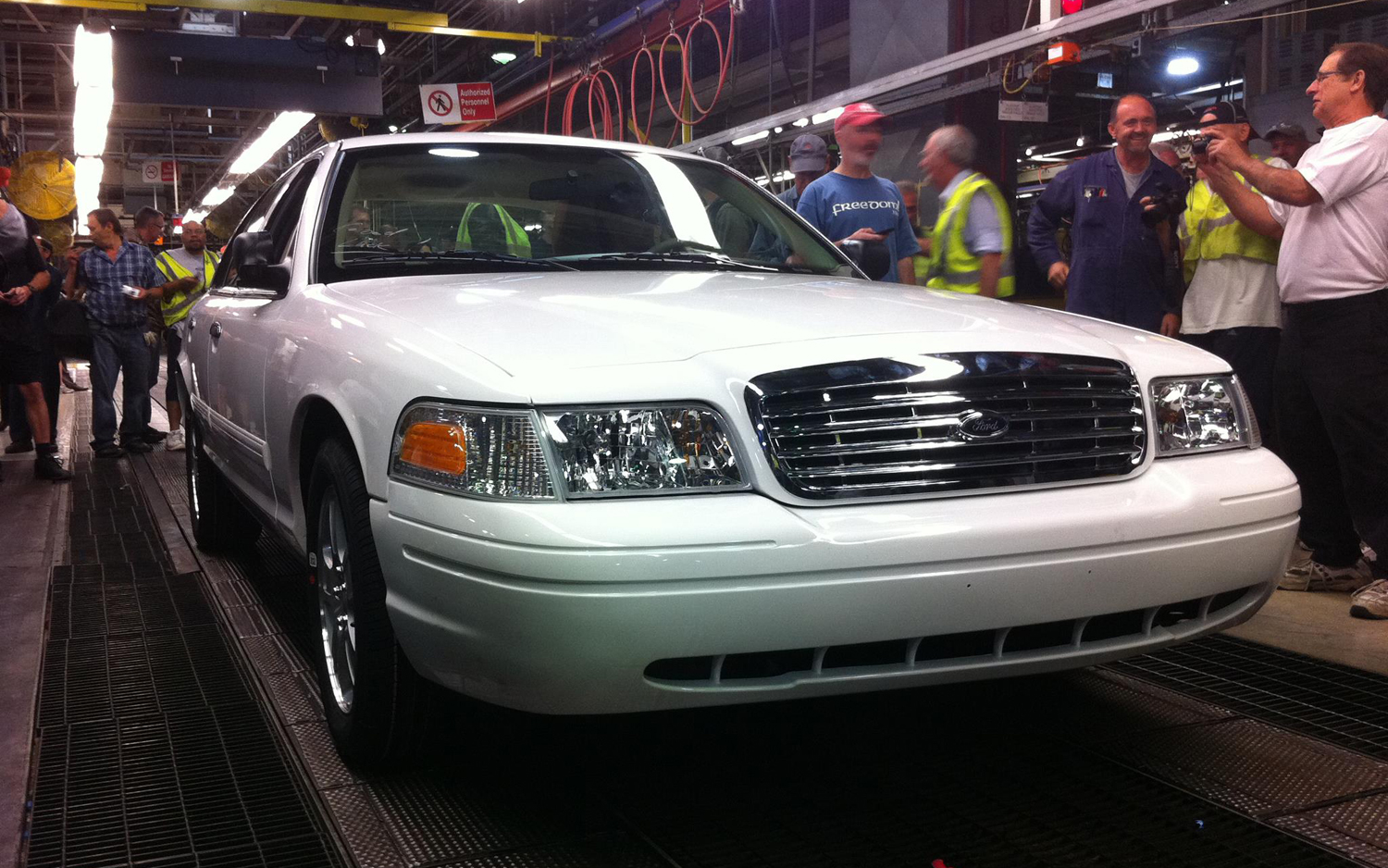 2011 ford crown victoria image 17