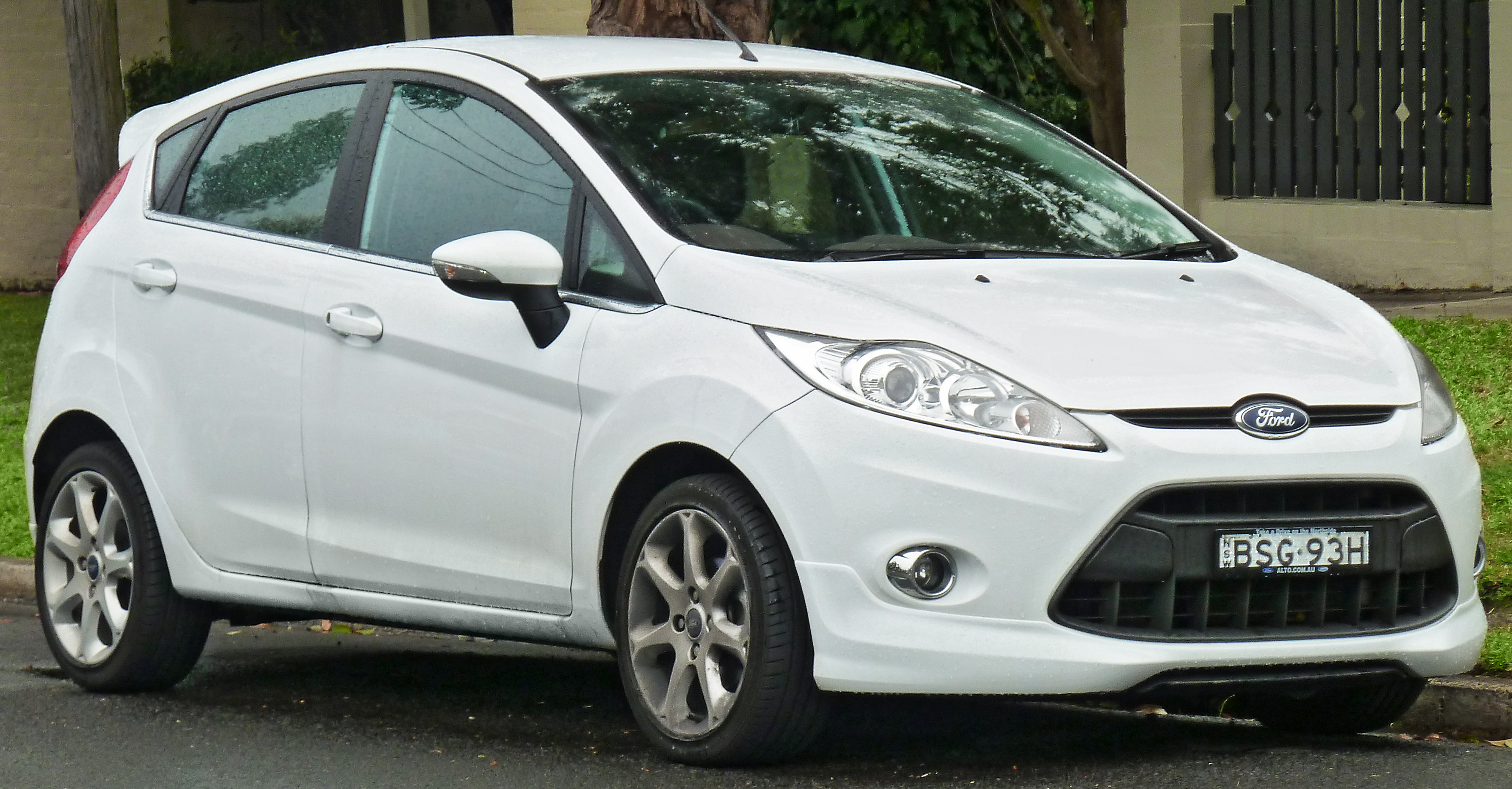 2011 ford fiesta information and photos zombiedrive. Black Bedroom Furniture Sets. Home Design Ideas