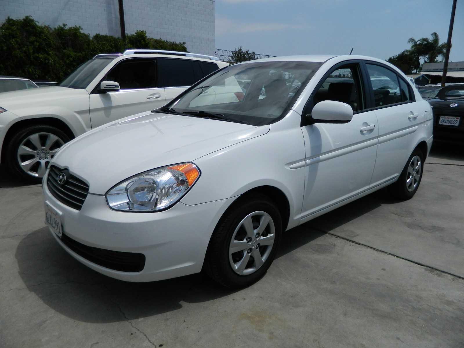 2011 Hyundai Accent Image 15