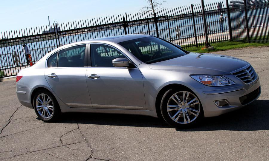 2011 Hyundai Genesis Image 10
