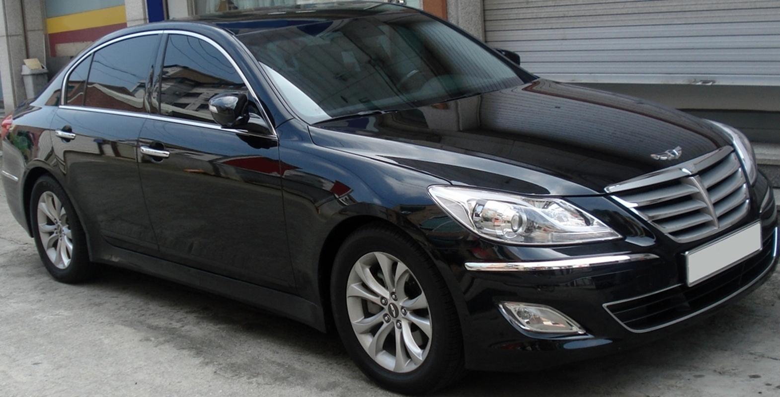 2011 Hyundai Genesis Image 13