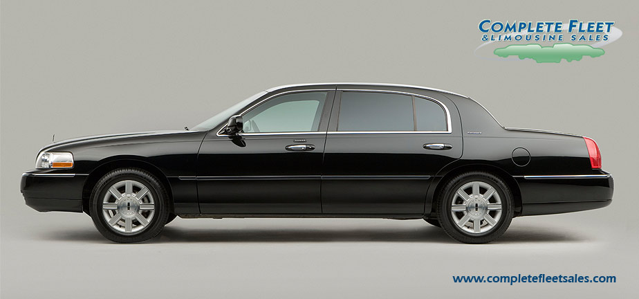 2011 Lincoln Town Car Information And Photos Zombiedrive