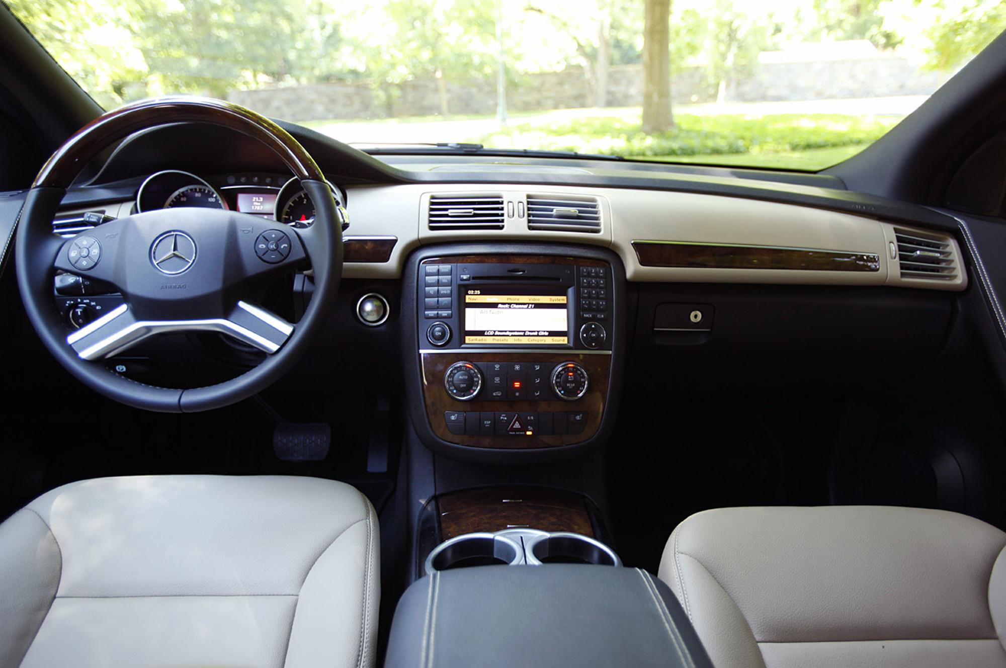Pics for mercedes r class 2014 interior for Mercedes benz r class 2014