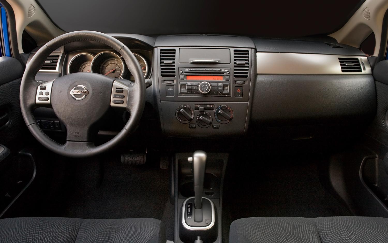 2011 Nissan Versa 11