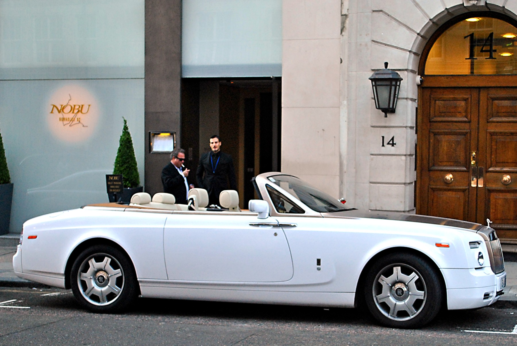 Rolls-Royce Phantom Drophead Coupe #16