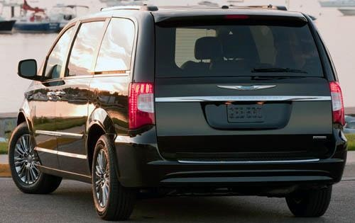 2011 Chrysler Town and Co exterior #4