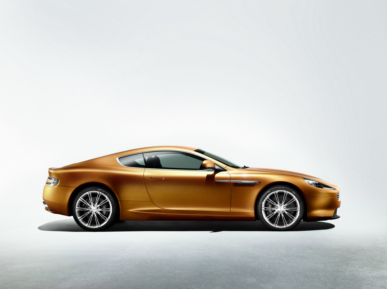 Aston Martin Virage #17