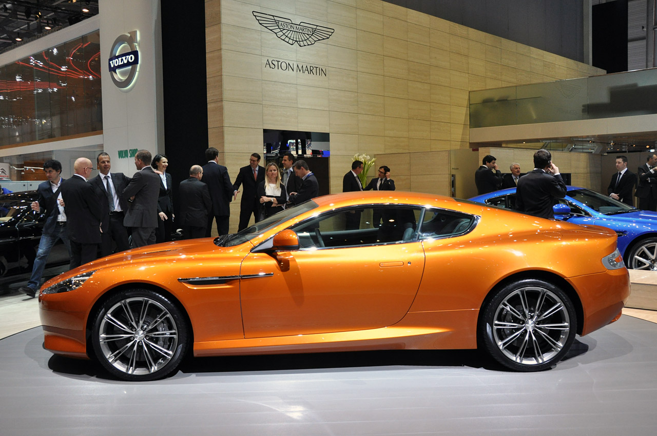 Aston Martin Virage #12