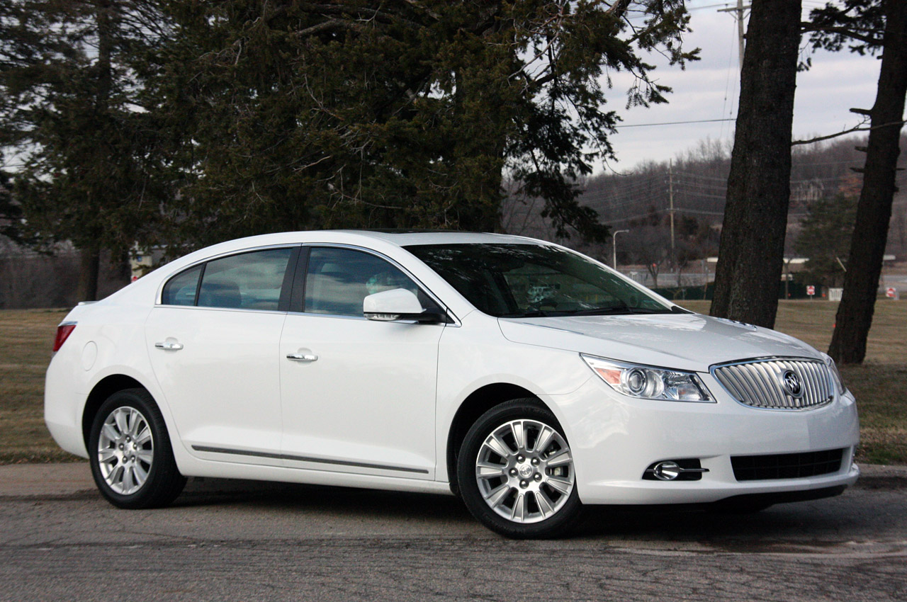 buick eassist lucerne and s photo car original drive reviews driver news first lacrosse review