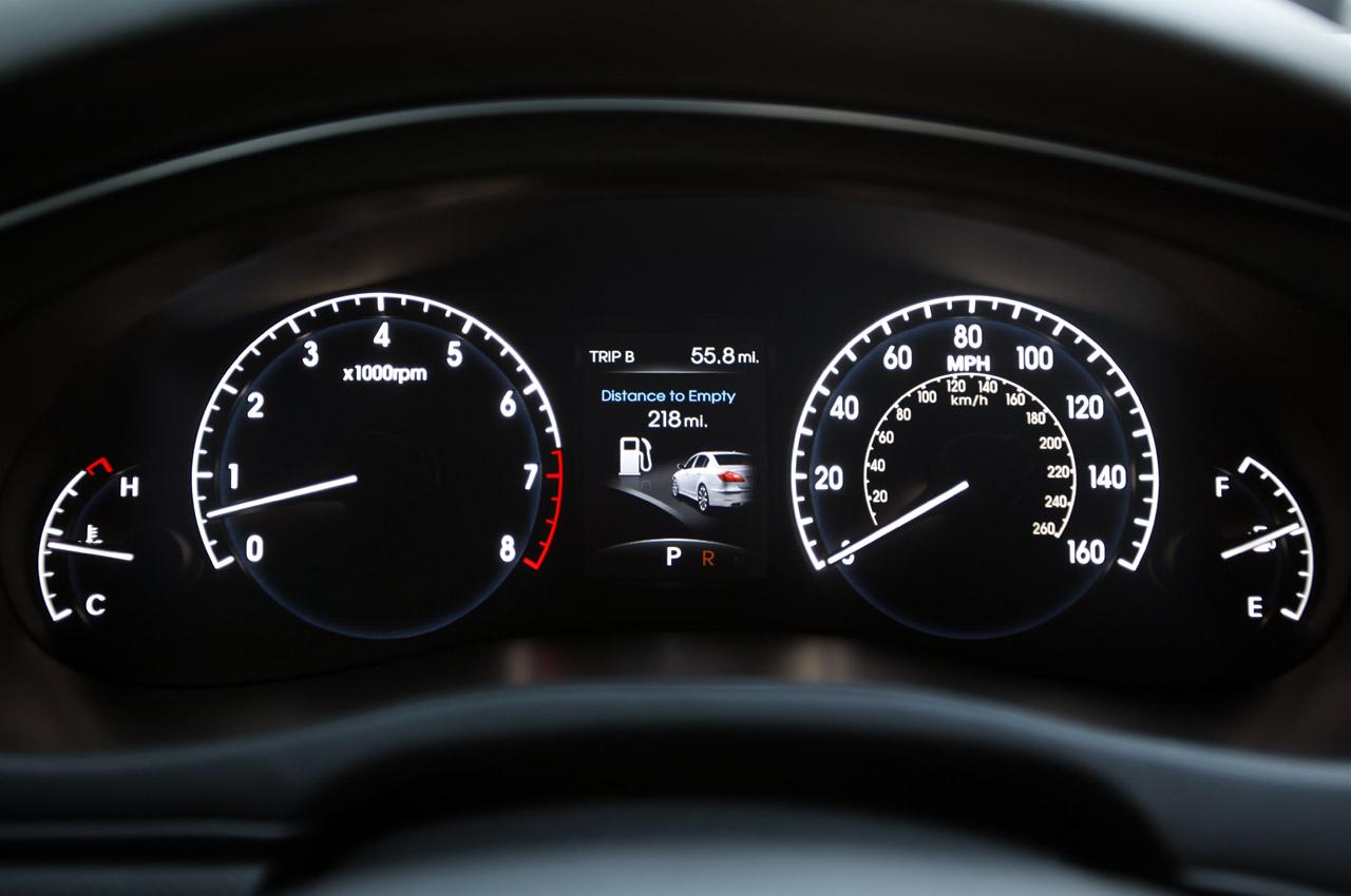 2012 Hyundai Genesis Image 10
