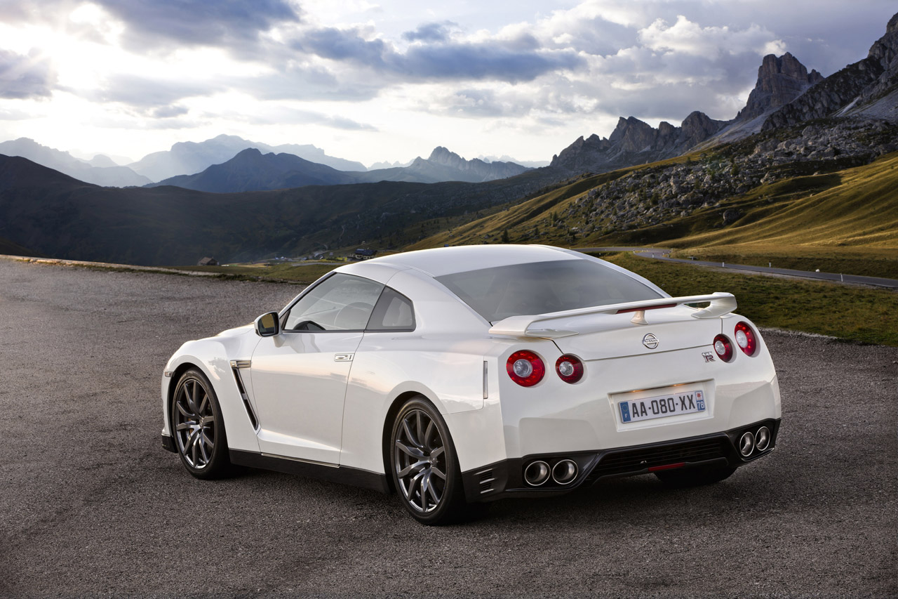 2012 nissan gt-r - information and photos - zombiedrive