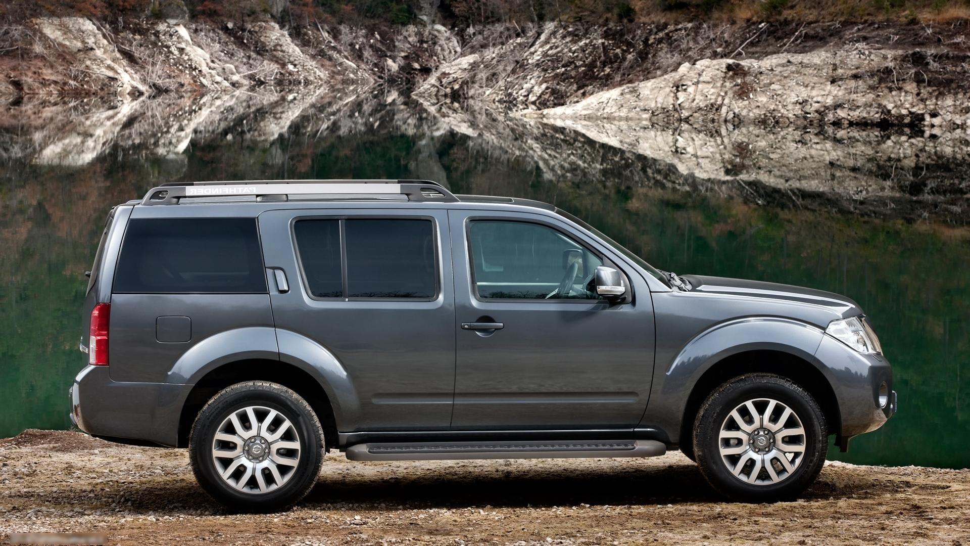 2012 Nissan Pathfinder Image 18