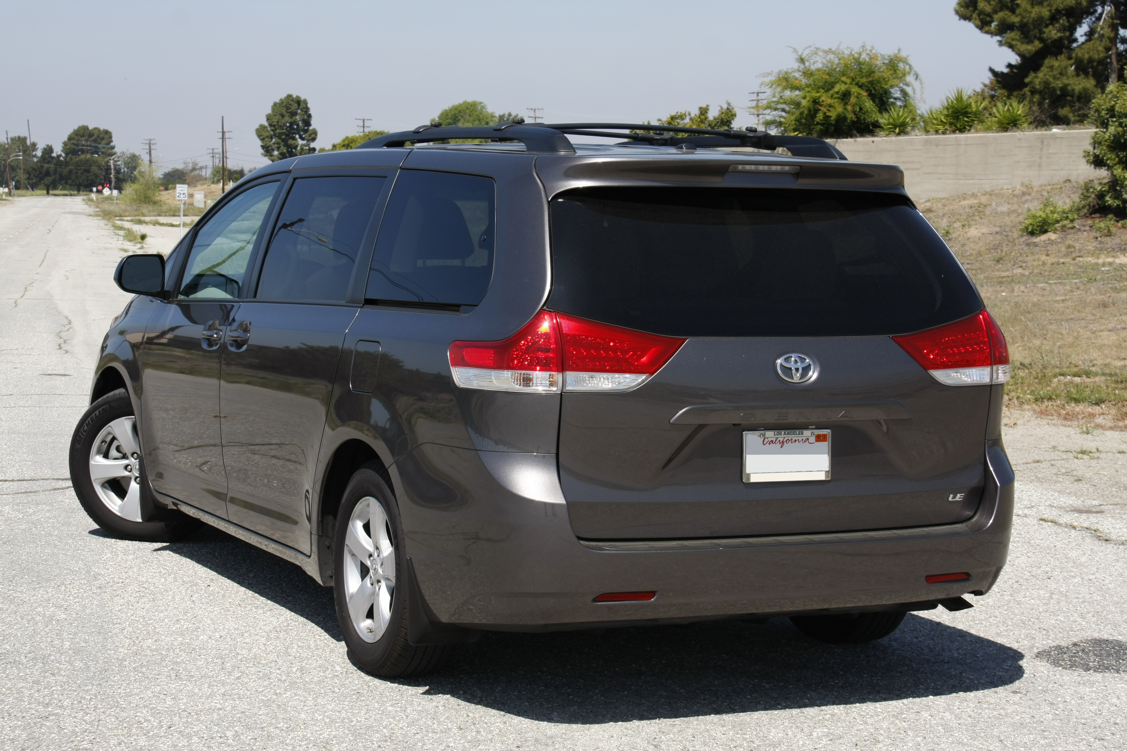 notes entertainment car xle comfortable reviews side sienna article interior toyota review and