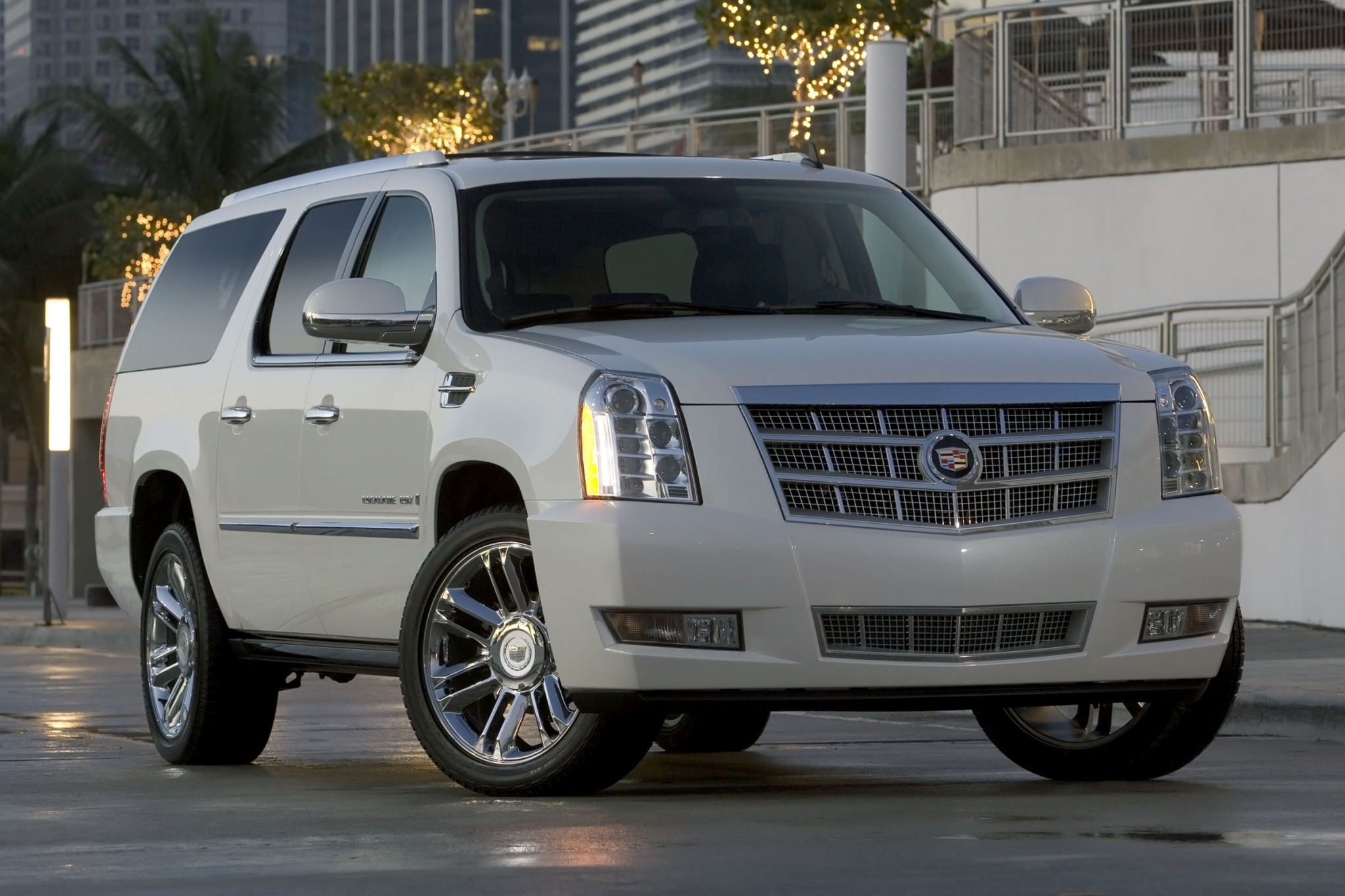 photo three cadillac trend passengers prevnext trucks truck view quarters escalade platinum cool gallery
