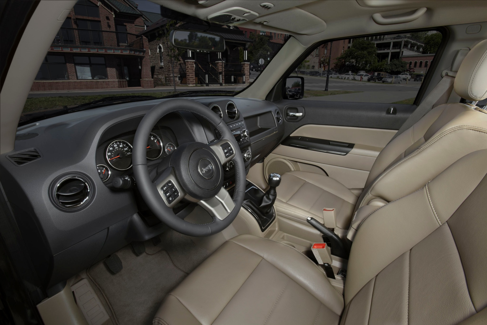 2012 Jeep Patriot Latitud interior #8