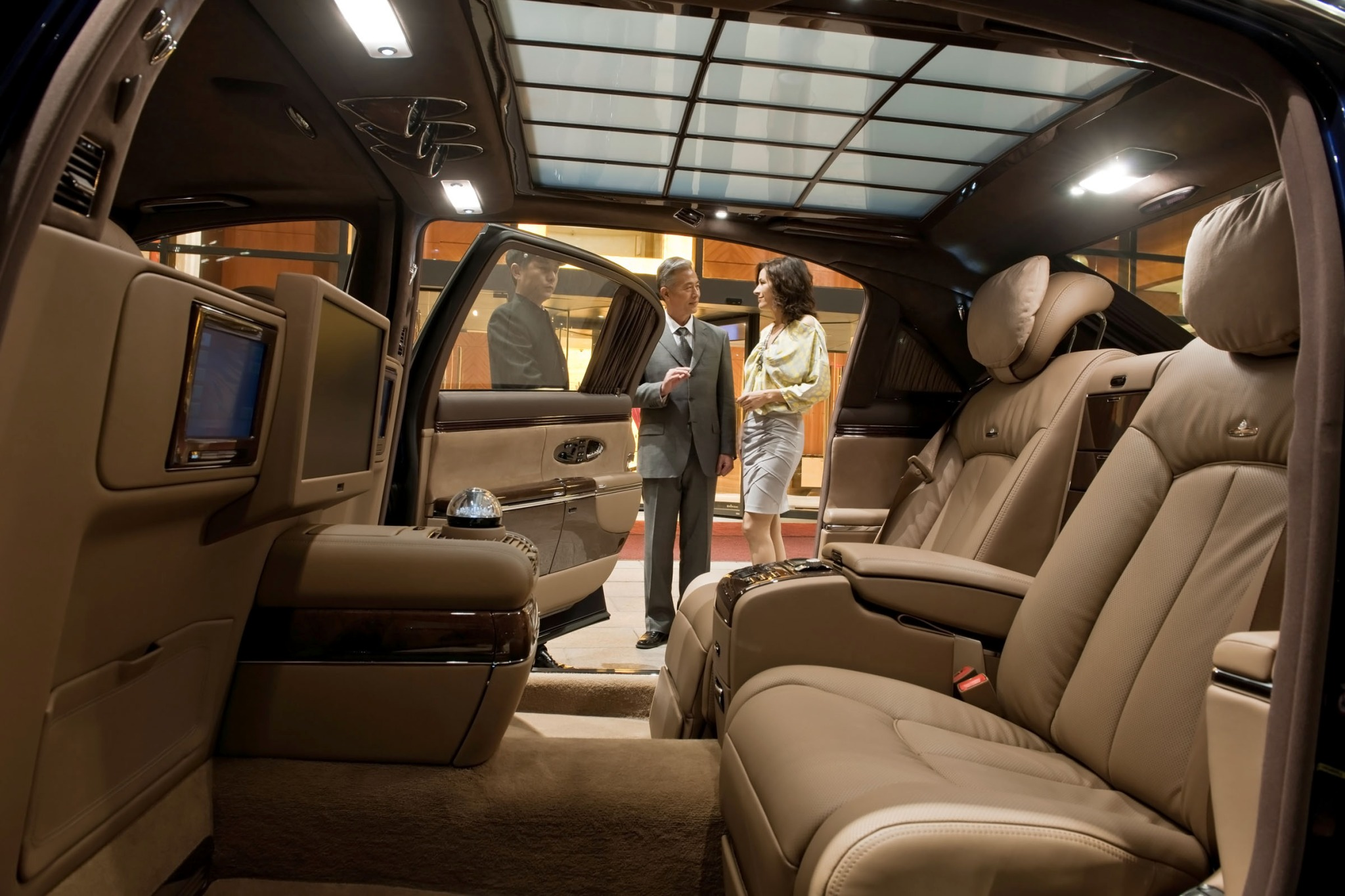 2012 Maybach 62 Sedan Rea interior #5