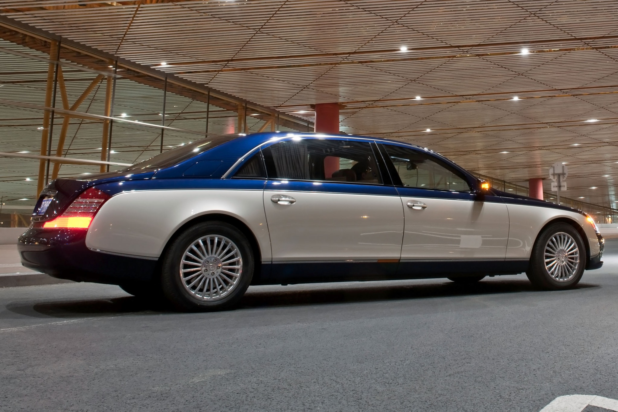 2012 Maybach 62 Sedan Rea interior #3
