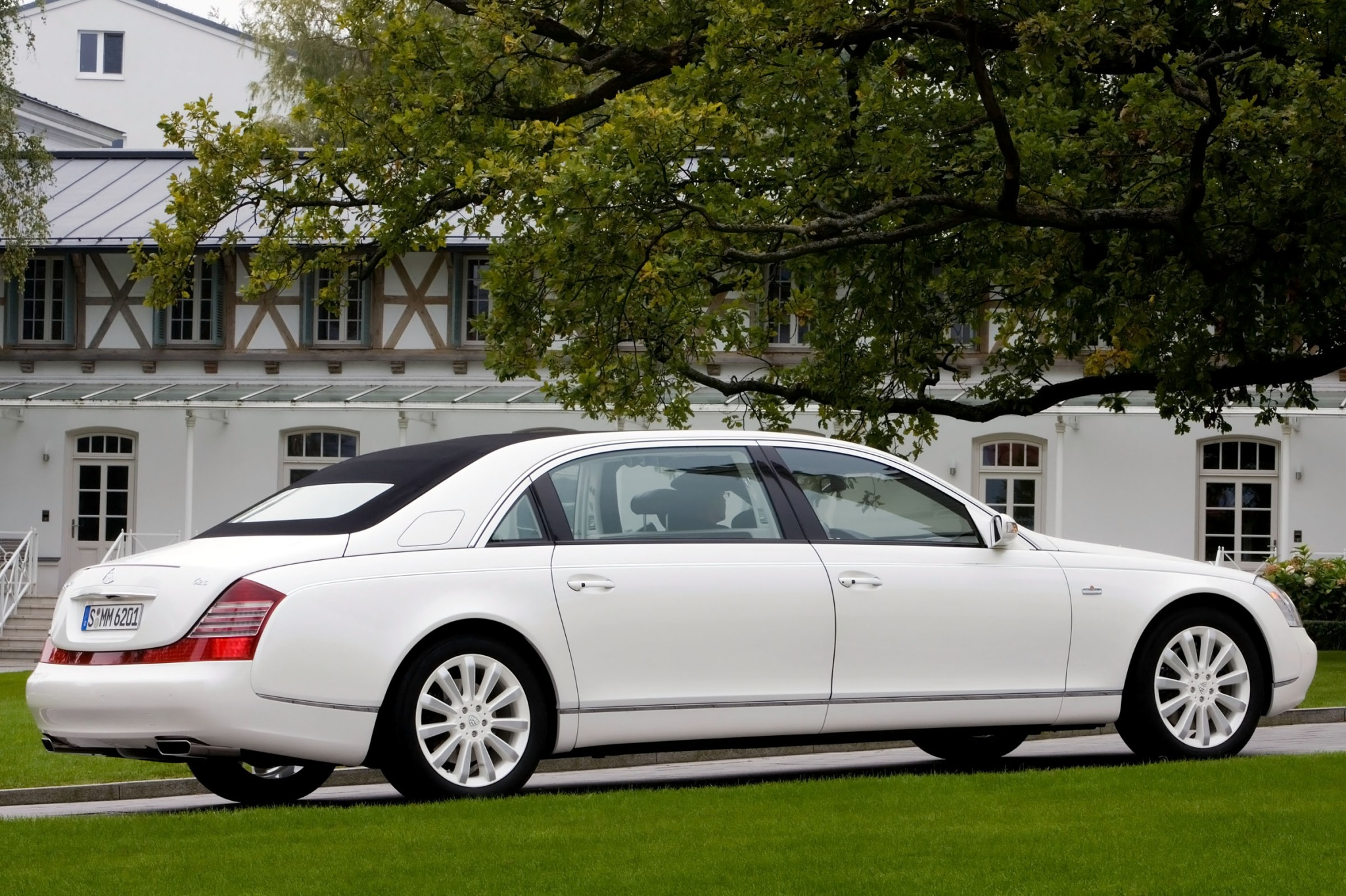 2012 Maybach Landaulet Co exterior #8