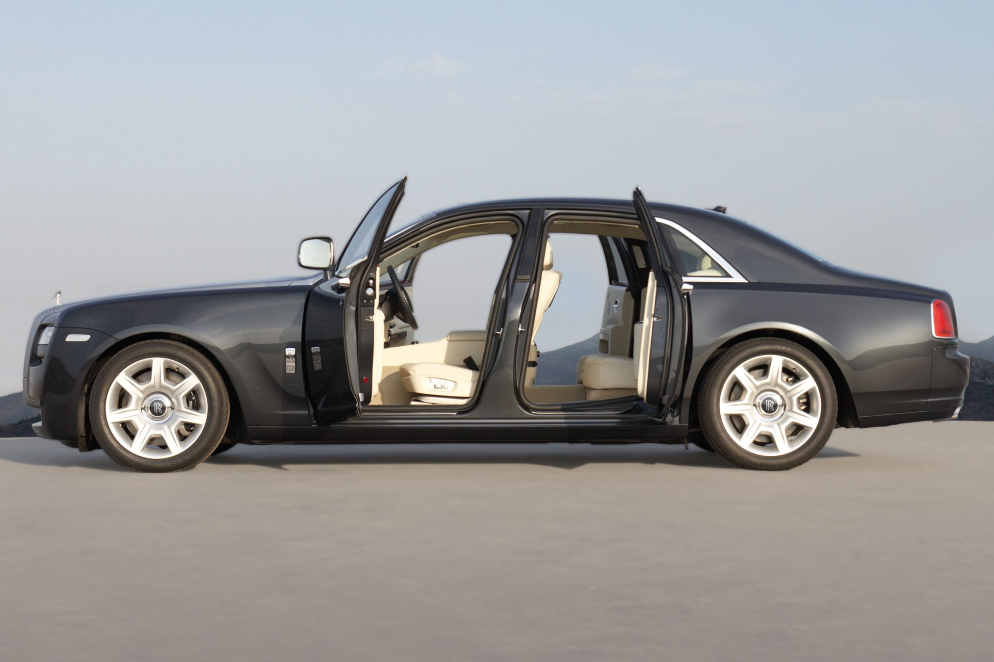 2012 Rolls-Royce Ghost EW interior #9