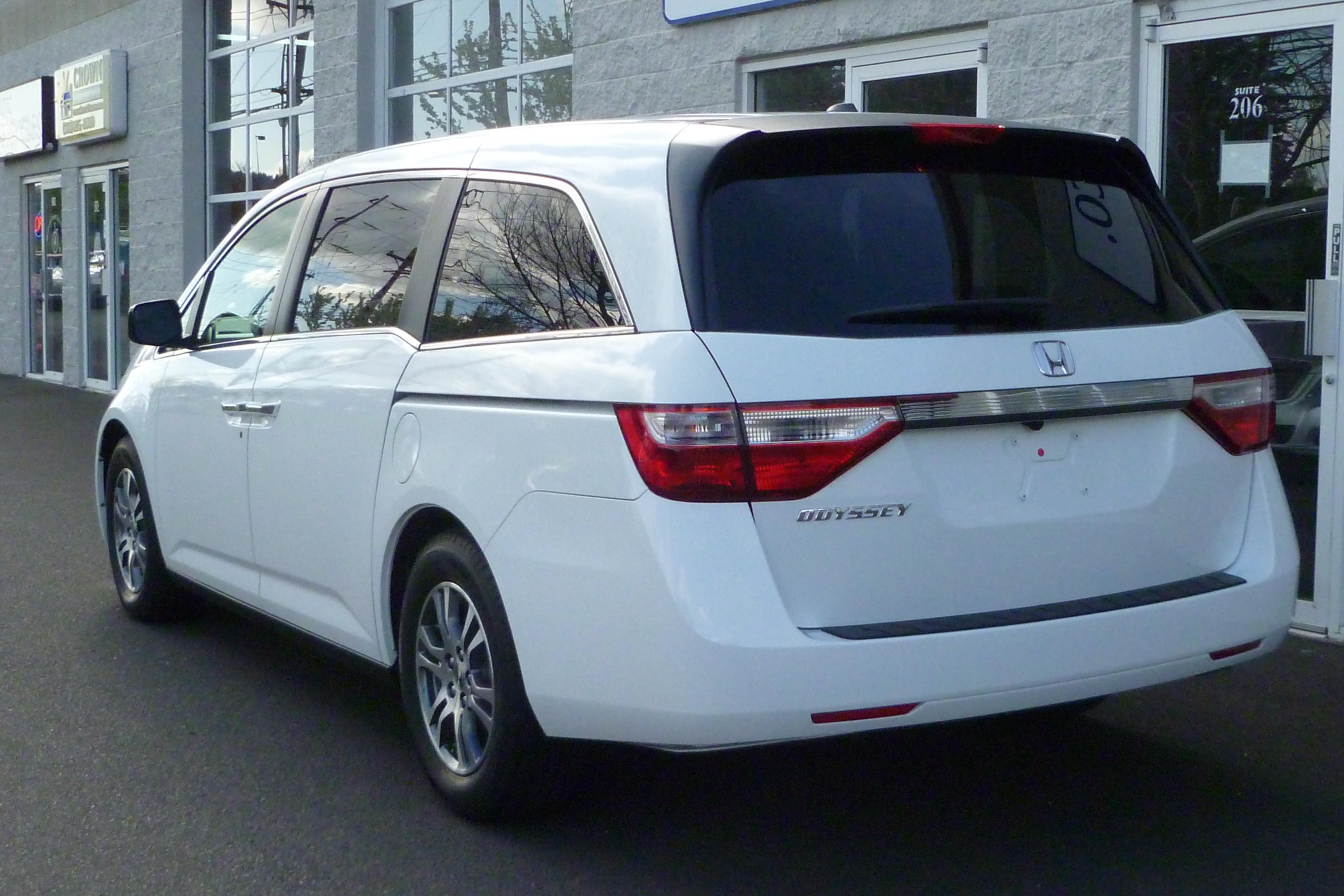 2013 Honda Odyssey Image 2
