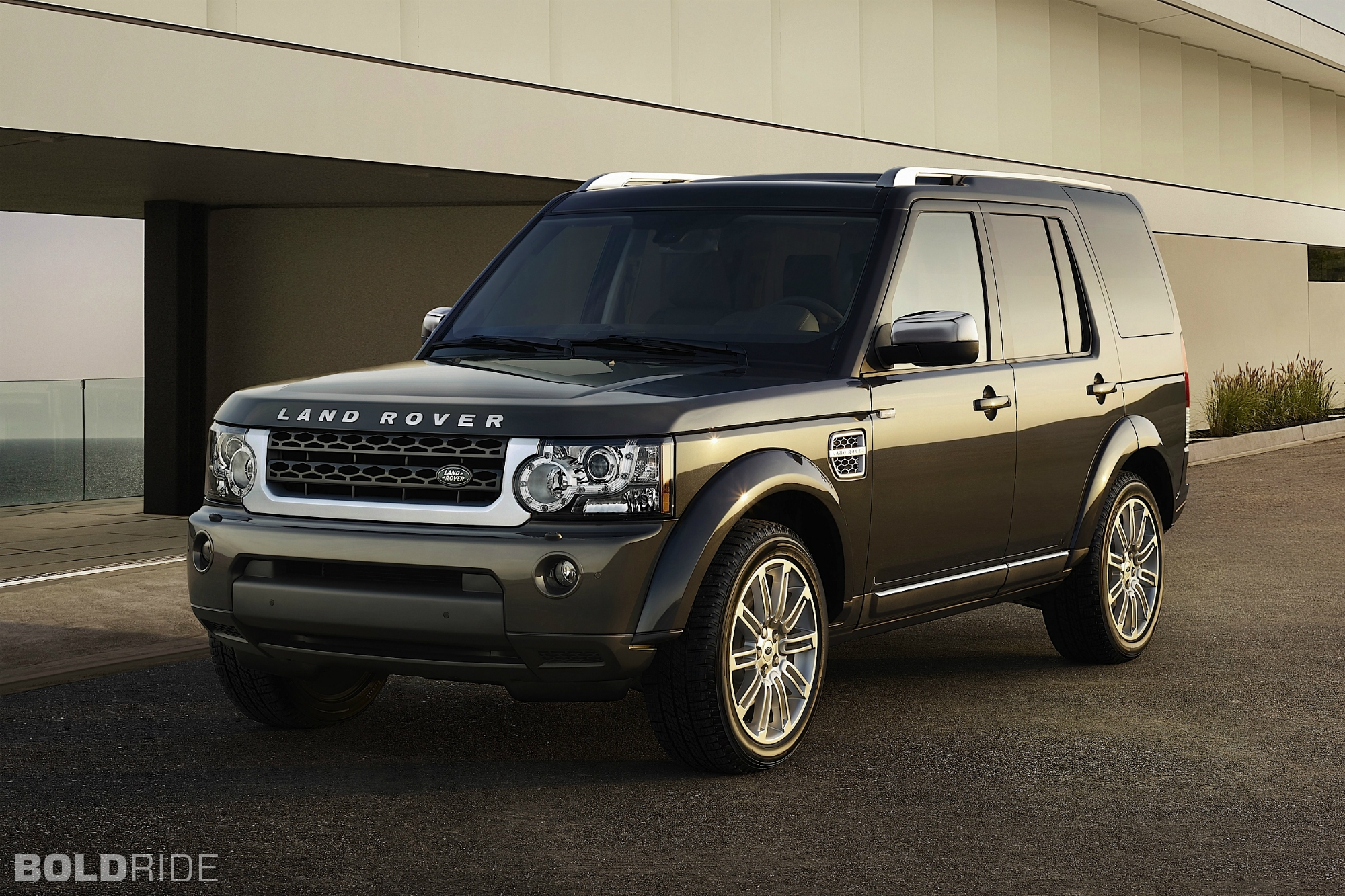 2013 land rover lr4 information and photos zombiedrive. Black Bedroom Furniture Sets. Home Design Ideas