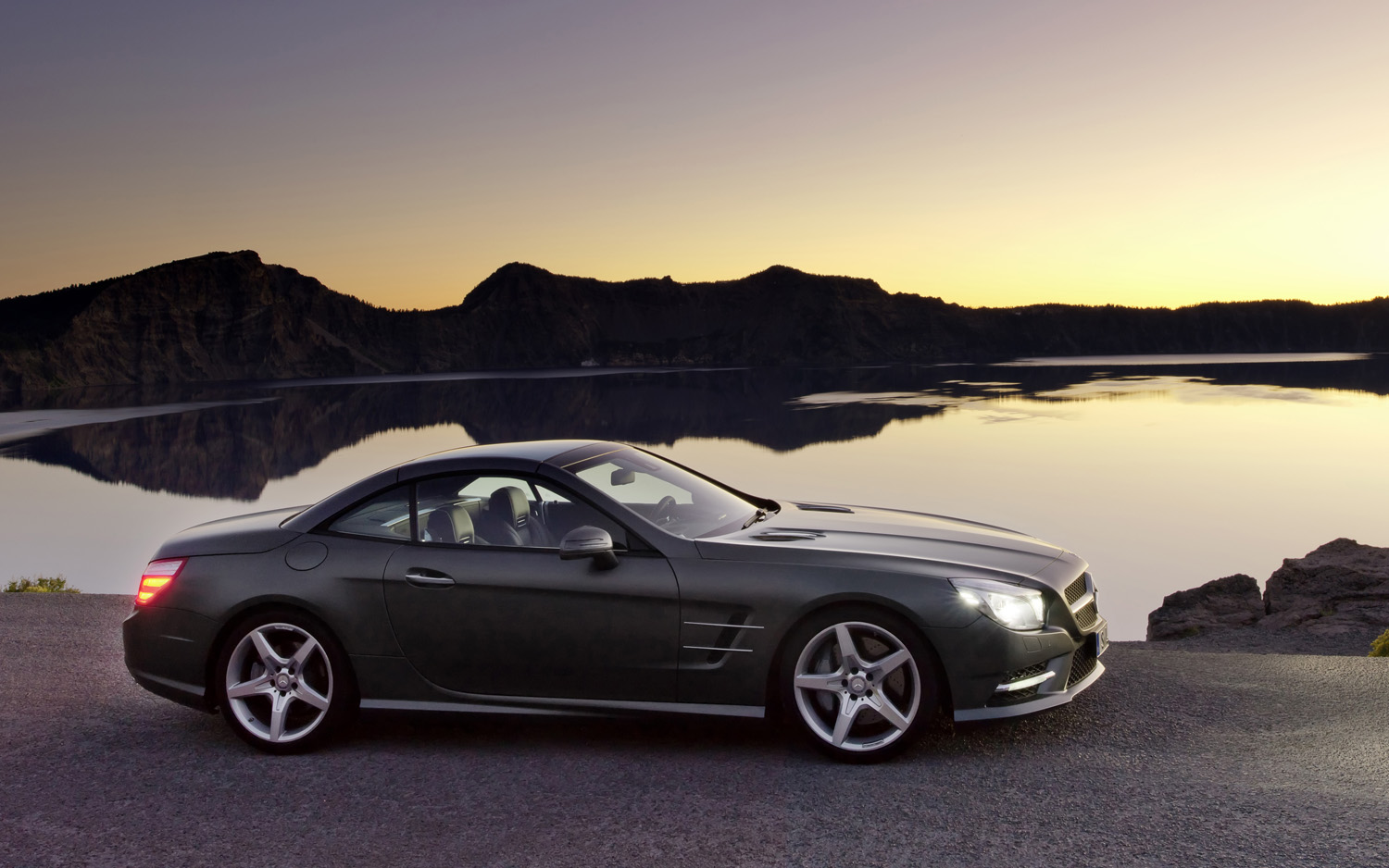 2013 mercedes benz sl class information and photos. Black Bedroom Furniture Sets. Home Design Ideas