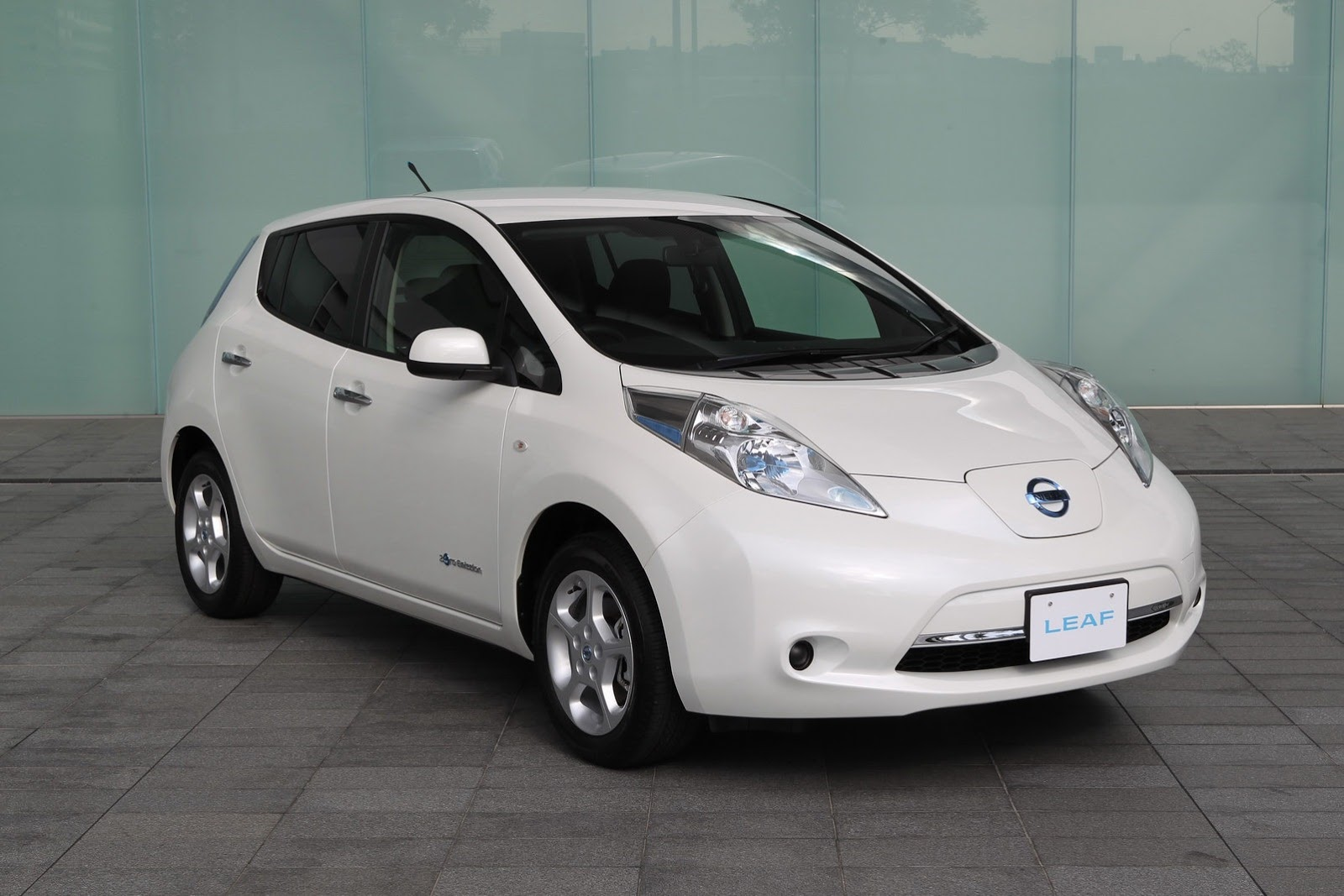 2013 nissan leaf information and photos zombiedrive 2013 nissan leaf 19 nissan leaf 19 vanachro Choice Image