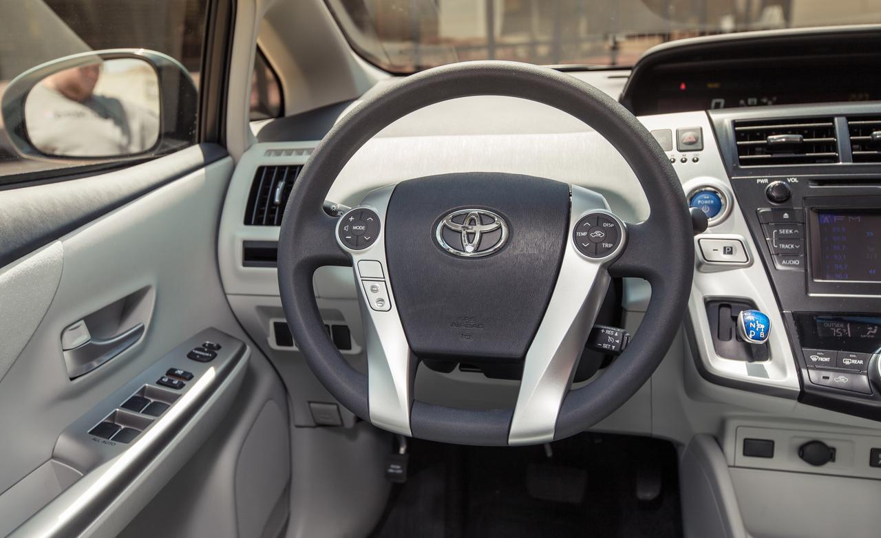 2013 Toyota Prius V Image 10