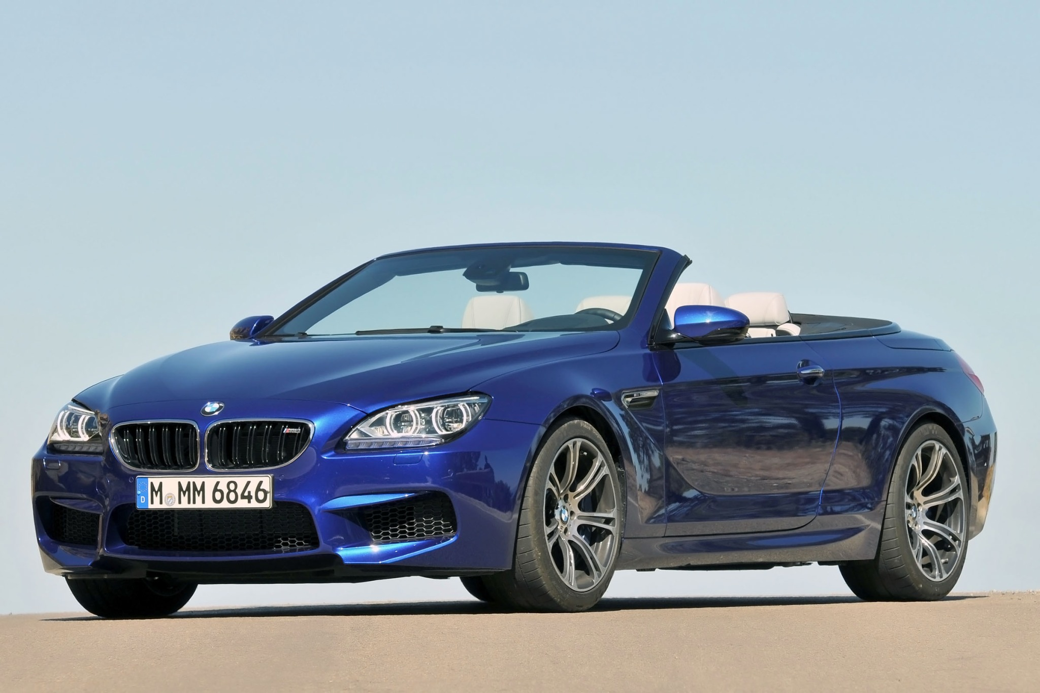 2013 BMW M6 Convertible D interior #2