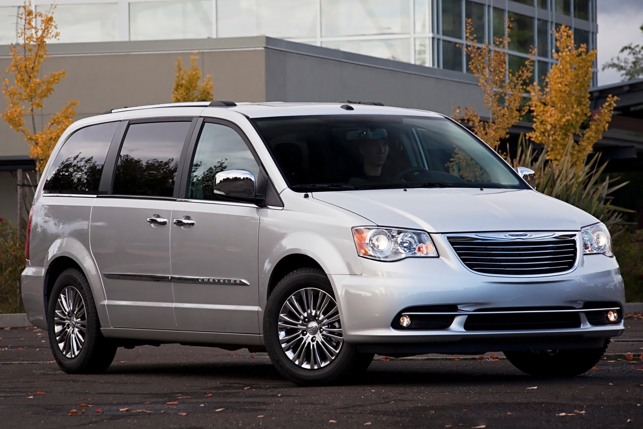 2013 Chrysler Town and Co exterior #4