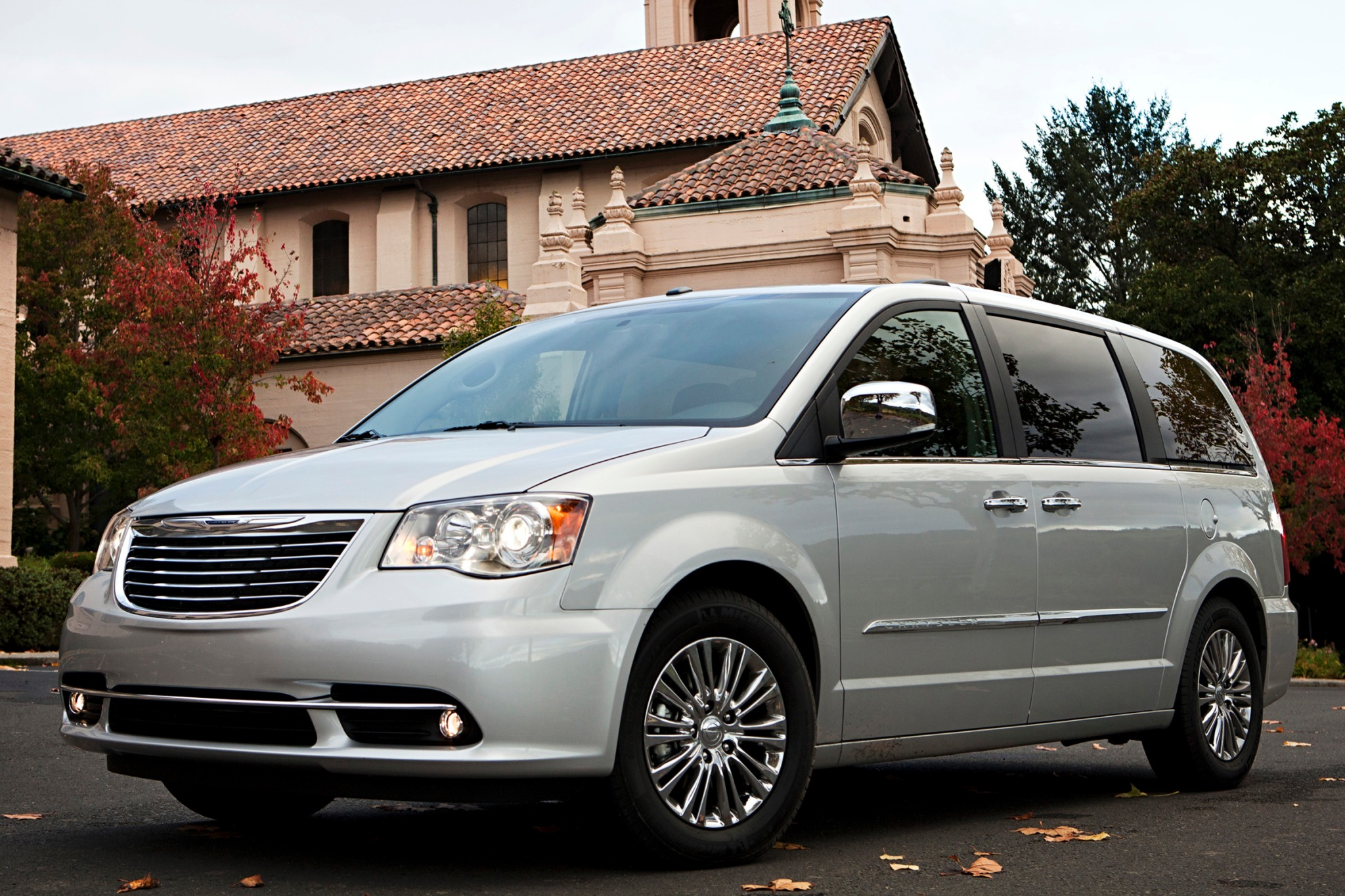 2013 Chrysler Town and Co exterior #5